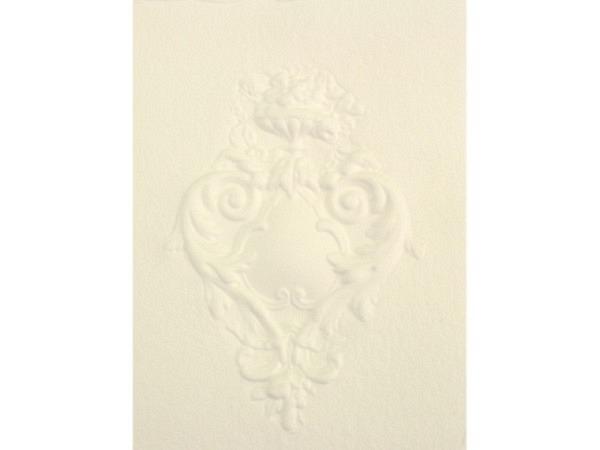 Karte Papierprägung A5, mit geprägtem Ornament und Blumen