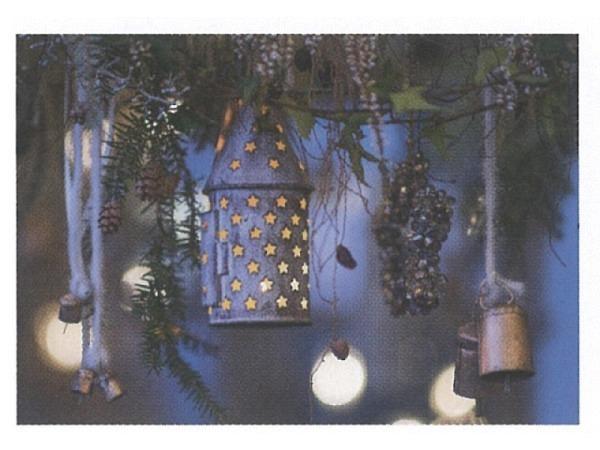 Weihnachtskarte Art Bula hängende Laterne mit Sternlöcher
