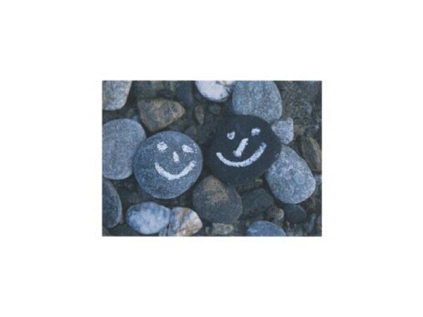 Postkarte Art Bula 10,5x14,8 zwei Steine, aufgemalte Smilies