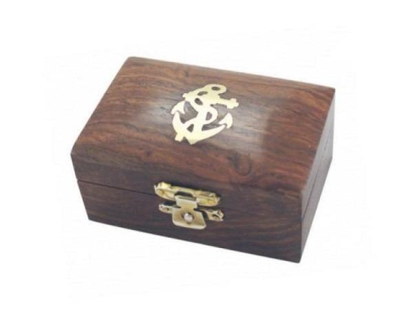 Schatulle India schwarz aus Holz T5xH5xB6,5cm mit Messsing verziert, Mettalklappverschluss, geeignet als Geschenktruhe oder zur Aufbewahrung von Kleinigkeiten