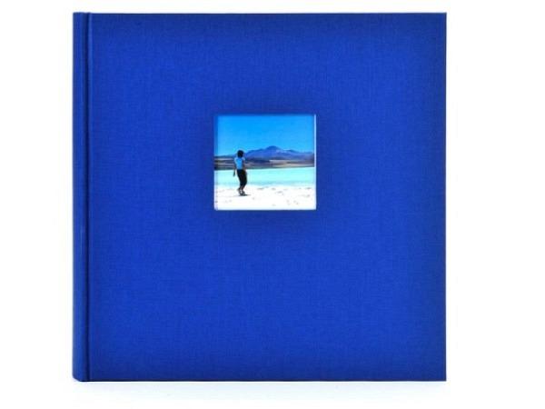 Fotoalbum Goldbuch Bella Vista gebunden 30x31cm blauer Leineneinband mit 60 weissen Seiten mit Pergamin-Zwischenseiten, Ausschnitt auf dem Vorderdeckel 8x8cm, bietet Platz für ca. 336 Fotos 9x13cm, ca. 224 Fotos 10x15cm, 112 Fotos 13x18cm