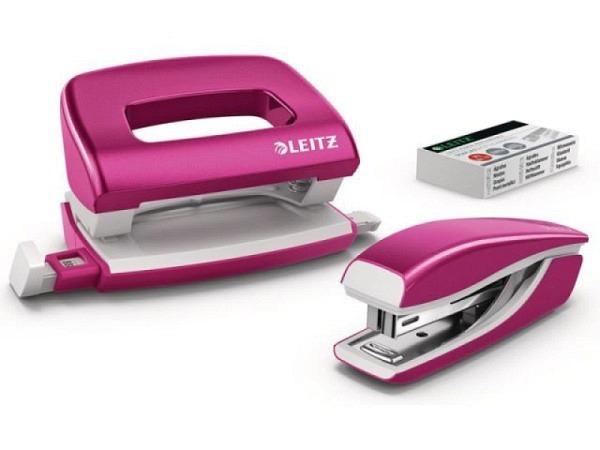 Heftapparat und Locher Leitz Set pink metallic mit Heftapparat 5528 Mini NeXxt-Serie, heftet bis zu 10 Blatt (80 g/m² Papier) mit integrierter Entklammerer, für Heftklammern Nr. 10 sowie dem Locher 5060 Mini mit Anschlagsschiene, Originalnr. 5561-20-23