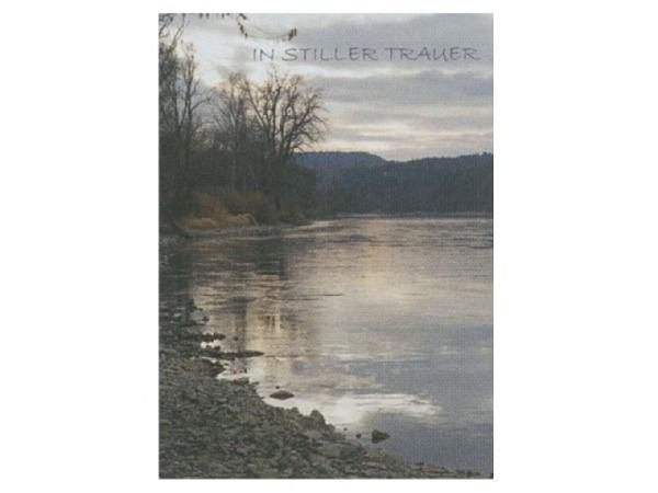 Trauerkarte Art Bula 12,2x17,5cm Seeufer im Wald, mit Text, Doppelkarte mit Fotodruck, unbedrucktem Einlageblatt und Couvert