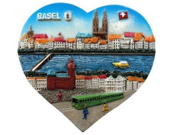 Magnet Basel Schifflände mit Trämli im Vordergrund, herzförmiges Bild, B6xH5cm